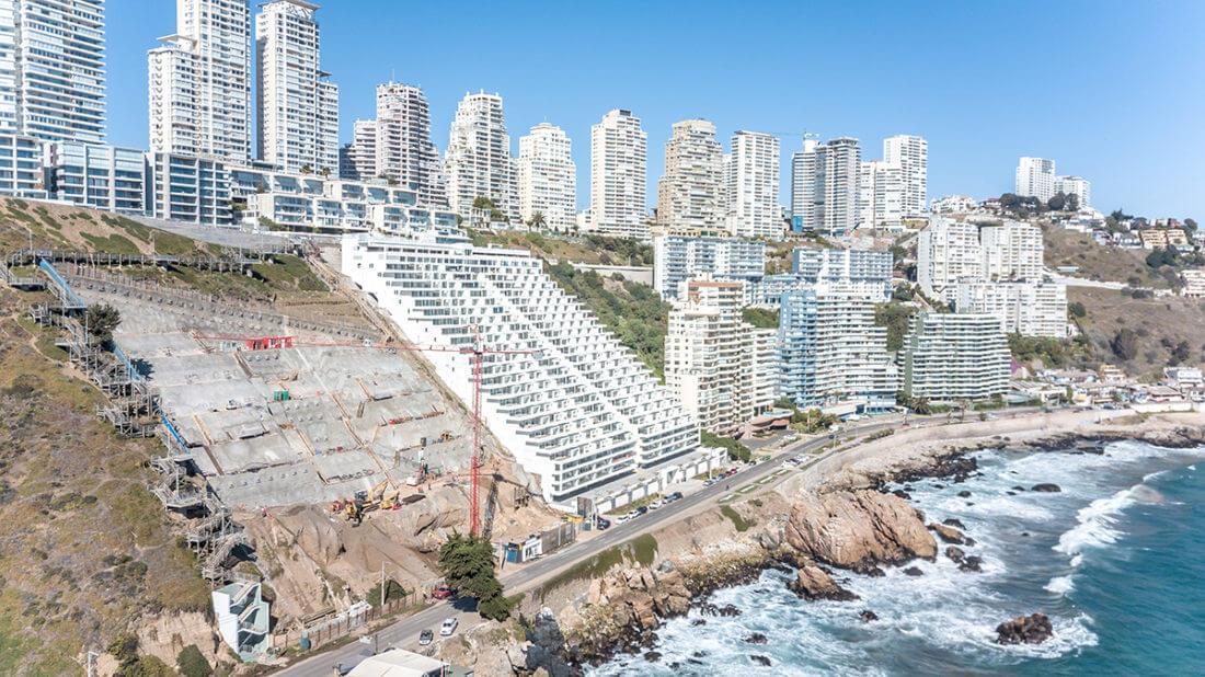 Réalisation du soutènement et des fondations du bâtiment Edificio Playa Cochoa : fouille, soil-nailing, voile, micropieux, tirants, terrassement